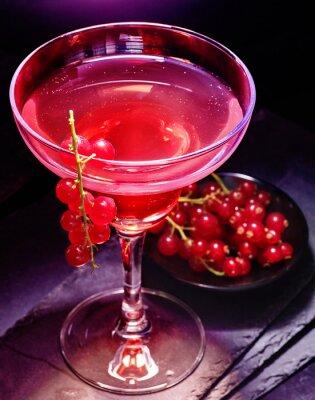 Poster cocktail decorazione melograno ramo ribes rosso su sfondo nero. Scheda del cocktail 85.