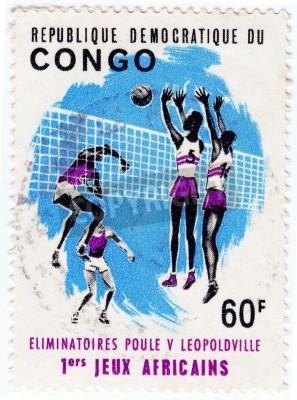 Poster CONGO - CIRCA 1975: francobollo stampato in Congo mostra sportivi valleyball, circa 1975