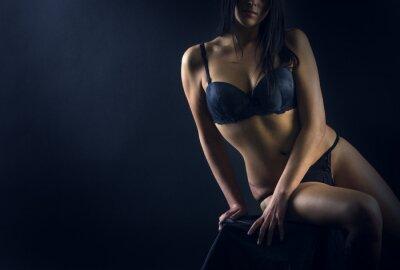Poster Corpo donna perfetta su sfondo nero