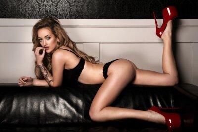 Poster Donna sensuale con perfetta corpo sottile posa in lingerie