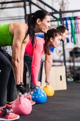 Poster Functional Workout Fitness im Fitnessstudio mit Kettlebell