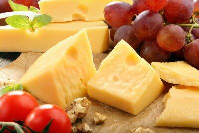 Poster Giallo composizione formaggio sulla scheda di formaggio