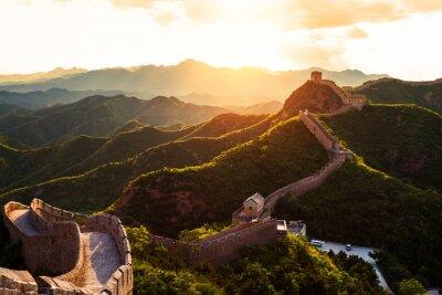 Poster Grande muro sotto il sole durante il tramonto