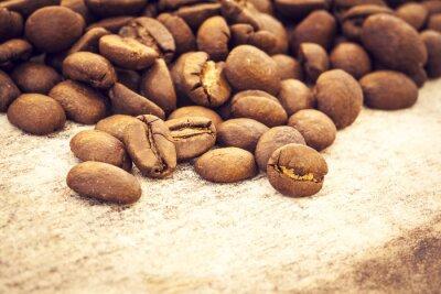 Poster I chicchi di caffè su fondo in legno