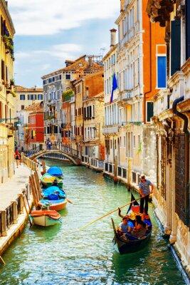 Poster I turisti che viaggiano in gondola, Rio Marin Canal, Venezia, Italia