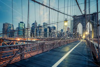 Poster Il ponte di Brooklyn di notte, New York.