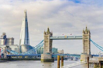 Poster Il Ponte Shard e Torre sul fiume Tamigi a Londra, Regno Unito