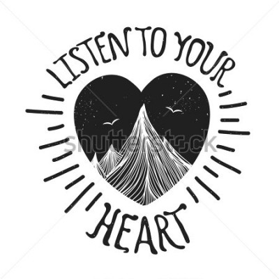 Poster Illustrazione vettoriale con montagne dentro il cuore. Ascolta il tuo cuore - citazione di lettering. Manifesto di tipografia di motivazione e ispirazione con testo. Progettazione di biglietti d'a