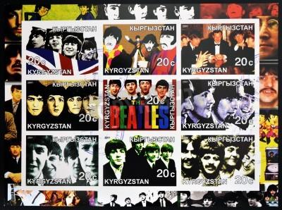 Poster KIRZIGUISTAN - circa 2001 francobolli collezione stampato in Kirziguistan mostra i Beatles, circa 2001