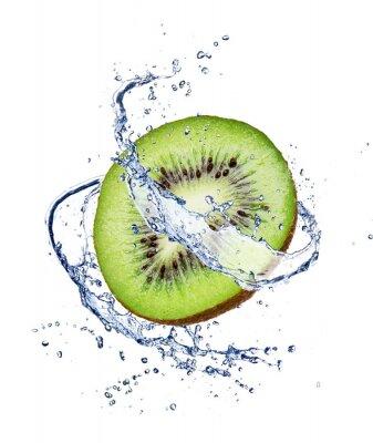 Poster Kiwi in spruzzi d'acqua, isolato su sfondo bianco