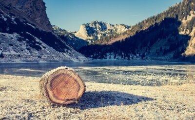 Poster lago di montagna congelata.
