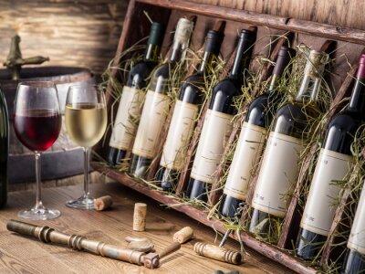 Poster Le bottiglie di vino sullo scaffale di legno.