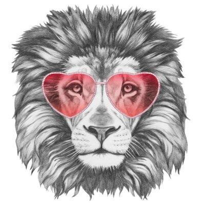 Poster Lion in Love! Ritratto di Leone con a forma di cuore gli occhiali da sole. illustrazione disegnata a mano.