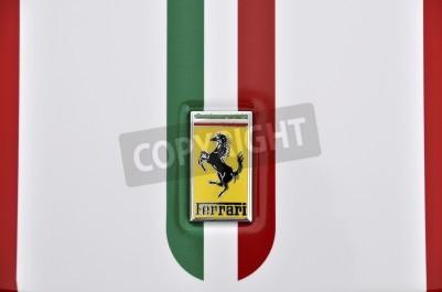Poster LONDRA - 4 settembre 2011: logo Ferrari, bandiera italiana dipinta sulla carrozzeria di una Ferrari 360 Challenge Stradale
