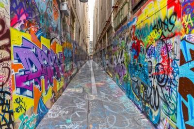 Poster MELBOURNE, AUSTRALIA - 16 MARZO 2015: Colorful graffiti in stretto vicolo del centro.