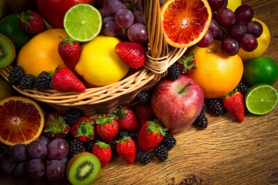 Poster Mix di frutta fresca in vimini bascket