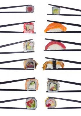 Poster Molti rotoli di sushi in bacchette isolato su sfondo bianco