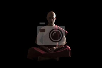 Poster monaco buddista in posa di meditazione su sfondo nero