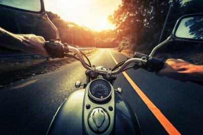 Poster Moto sulla strada asfaltata vuota