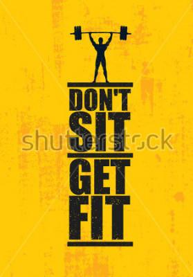 Poster Non sederti. Mettiti in forma. Concetto dell'elemento di progettazione della palestra di forma fisica e di alleamento. Segno di vettore personalizzato creativo su priorità bassa di grunge