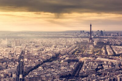 Poster Parigi, Francia orizzonte al tramonto. Torre Eiffel nella romantica luce dorata
