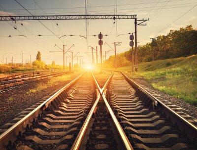 Poster piattaforma del treno merci al tramonto. Ferrovia in Ucraina. STA Railway