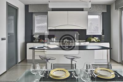 Poster: Piatti sul tavolo in cucina moderna