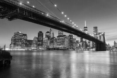 Poster Ponte di Brooklyn al tramonto visto dal ponte di Brooklyn Park a New York City.