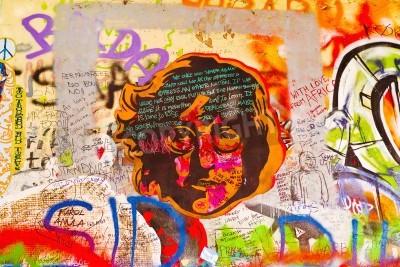 Poster PRAGA, REPUBBLICA CECA - 11 SETTEMBRE 2014: Famous John Lennon Wall a Praga il Kampa Islanda è piena di Beatles ispirato graffiti e pezzi di testi a partire dal 1980. Graffiti sono disegnati su base g