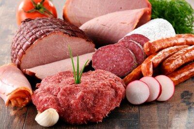 Poster Prodotti a base di carne assortiti tra cui prosciutto e salsicce