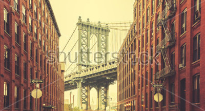 Poster Retro stilizzato Manhattan Bridge visto da Dumbo, New York.
