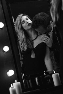 Poster Romantica coppia appassionata a specchio