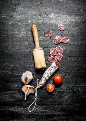 Poster salame piccante con pomodoro e aglio.