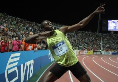 Poster SALONICCO, GRECIA - settembre 12,2009: Usain Bolt è arrivato primo a 100m uomini per l'evento principale Campionato mondiale di atletica leggera Finali a Kaftatzoglio Stadium