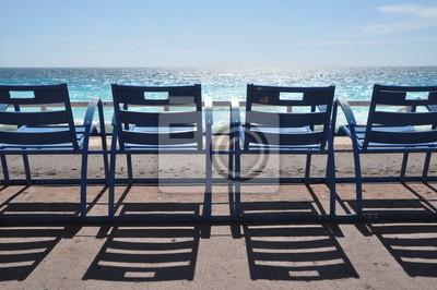 Sedie Blu Nizza : Sedie blu cielo azzurro e il mare blu a nizza manifesti da muro