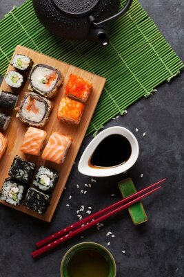 Poster Set di sushi e maki roll e tè verde
