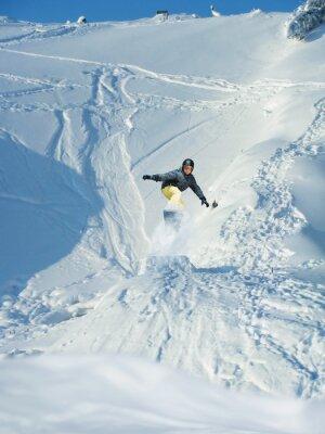 Poster Snowboard. Mountain-sciatore salta. Un sacco di copyspace