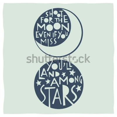 Poster Spara alla luna anche se manchi atterrerai tra le stelle. Cita la calligrafia con disegni di luna e stelle