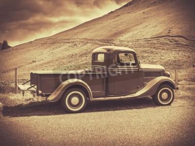 Poster Stile di vita Seppia immagine di un camion d'epoca Nella campagna