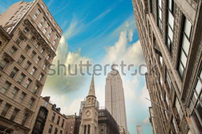 Poster Stunning skyline of New York City at summer sunset. Manhattan skyscrapers.