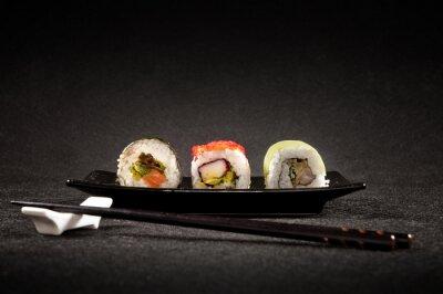 Poster Sushi di lusso su sfondo nero - cucina giapponese