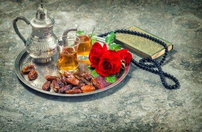 Poster Tè e fiore rosa rosso, libro sacro Corano e rosario. Ramadan kar