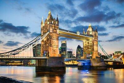 Poster Tower Bridge di Londra, Regno Unito di notte