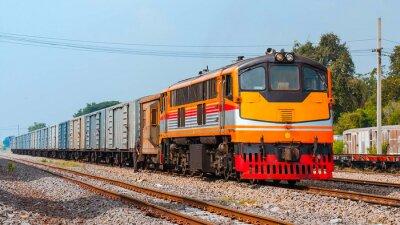 Poster Treno merci è stato di manovra. Thailandia - ottobre 2015, Il trasporto delle bevande è stata di manovra nel cortile di giunzione Ban Pachl. (Preso forma piattaforma pubblica.)