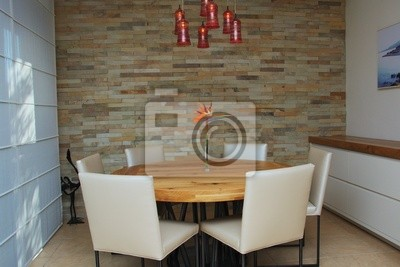 Un moderno, stilizzato sala da pranzo con tavolo rotondo da pranzo ...