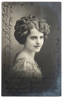 Poster vecchia foto seppia di giovane donna