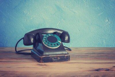 Poster Vintage telefono su un tavolo di legno