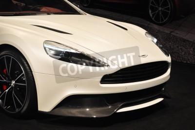 Poster Vista frontale della Aston Martin