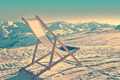 Poster Vuoto sedia a sdraio sul lato di una pista da sci, processo d'epoca