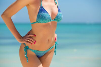 Poster Woman in bikini posing on the beach